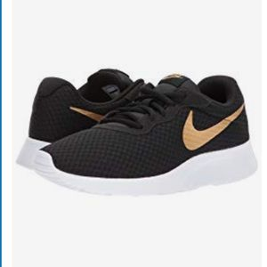 Nike Tanjun Women's Running Shoe
